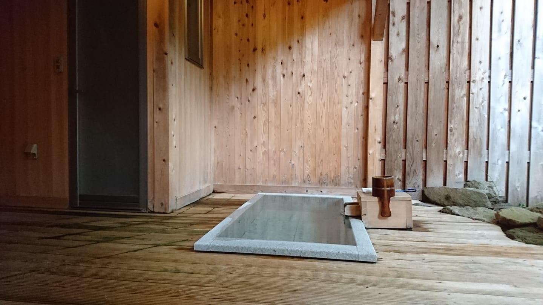 万葉の湯・東京で湯河原温泉を味わう岩盤浴&フルーツジュース
